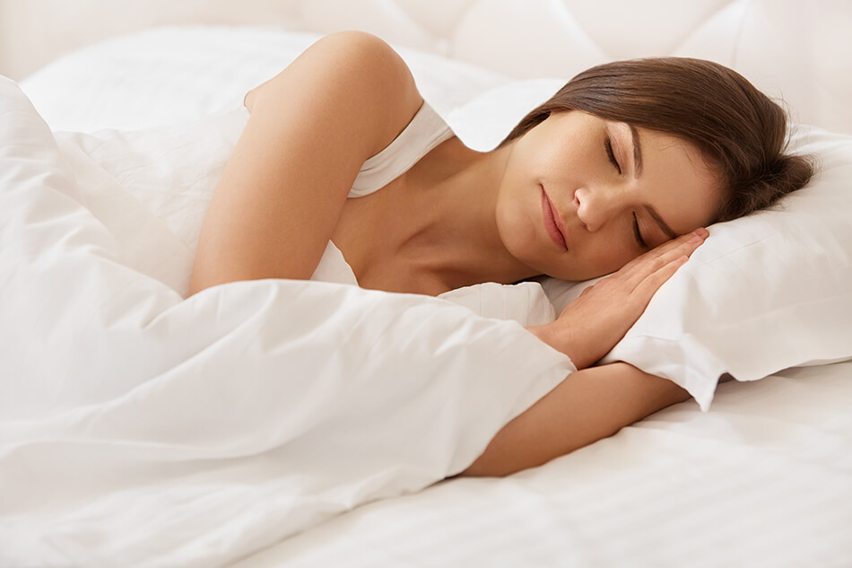 woman sleeping in contacts